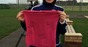 Former rounders international, Dana Abdulkarim with a signed sports t-shirt to LMP