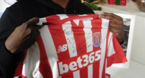 Former professional footballer, Vincent Péricard with a signed sports t-shirt to LMP